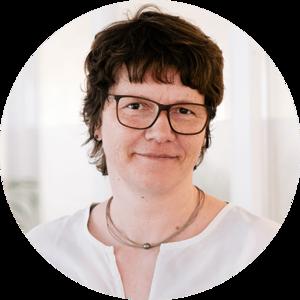 Porträt von Ansprechpartnerin Nicole Eichstädt-Hix