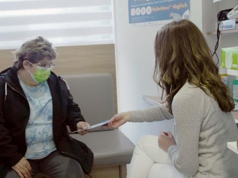 Beratung bei einer Gesundheitslotsin
