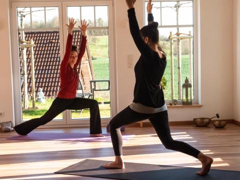 Dynamisches Yoga zum Mitmachen